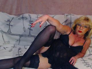 Picture of the sexy profile of BlondeHouseWife, for a very hot webcam live show !