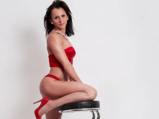 LouiseWhite webcam sex chat