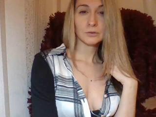 Webcam model AdalynnaxMay from XLoveCam