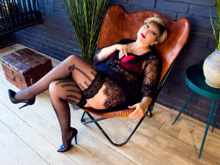 Webcam model BlondSexyMature from XLoveCam