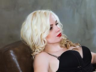 BustyBlondAnn webcam striptease