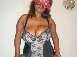 Webcam model CallyXCaliente from XLoveCam