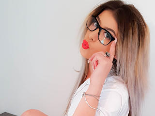 Webcam model Ksenya from XLoveCam