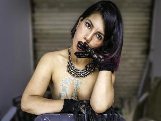 Webcam model VioletteMoure from XLoveCam