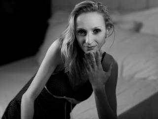 Webcam model WetBlondeForYouX from XLoveCam