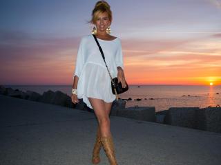 Webcam model MarinaBlondy from XLoveCam