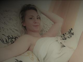 Webcam model DizzyDelight from XLoveCam